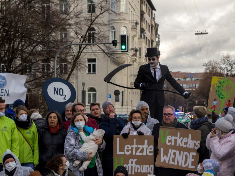19.01.18 Letzte Hoffnung Verkehrswende: Hält der  Stadtrat sein Versprechen für saubere Luft in München? >>